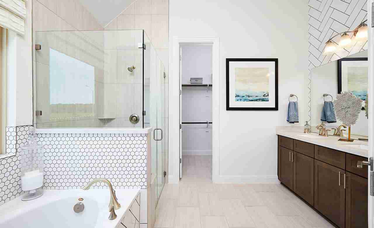 Palm – Owner's Bathroom