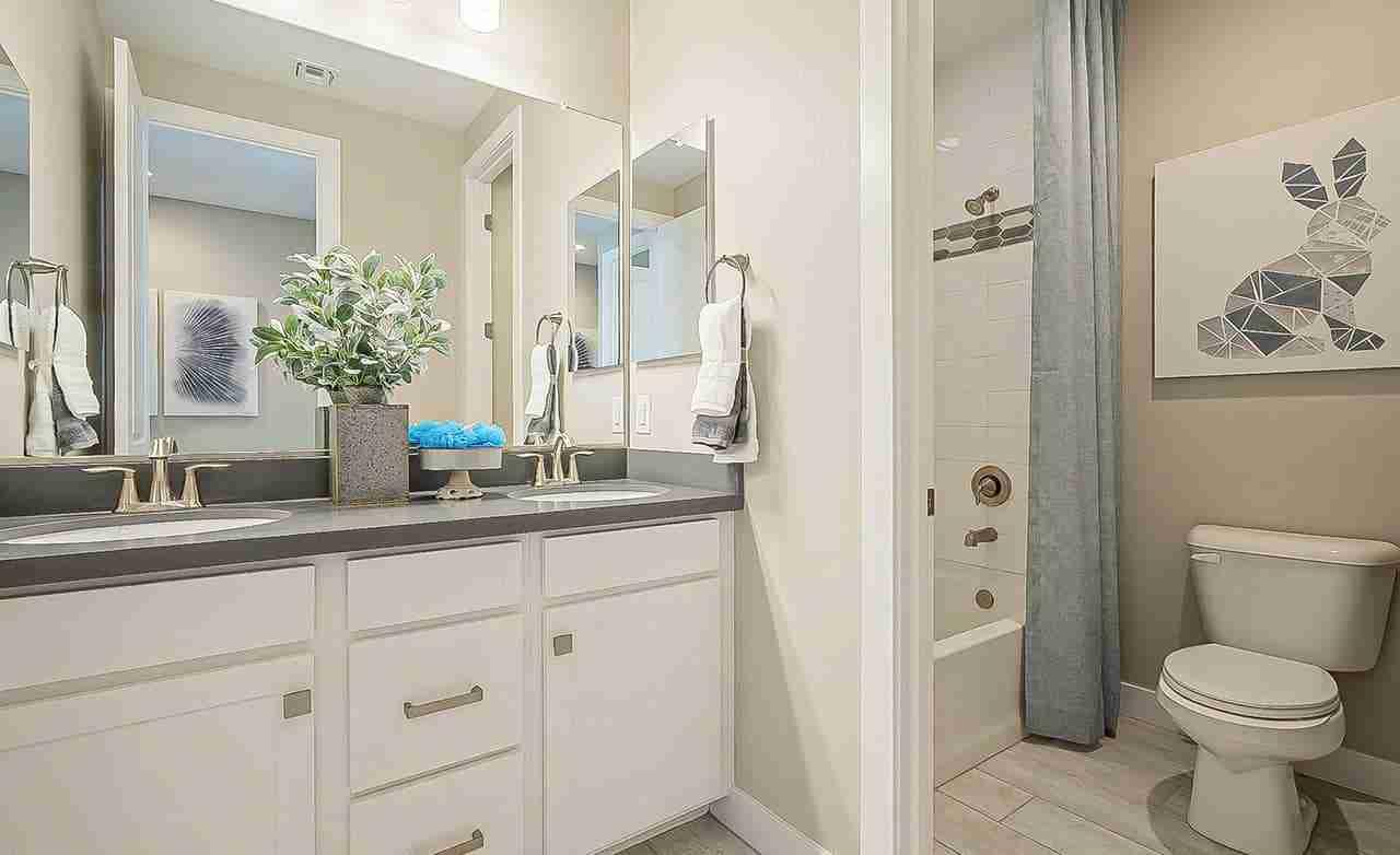 Castellano - Secondary Bathroom