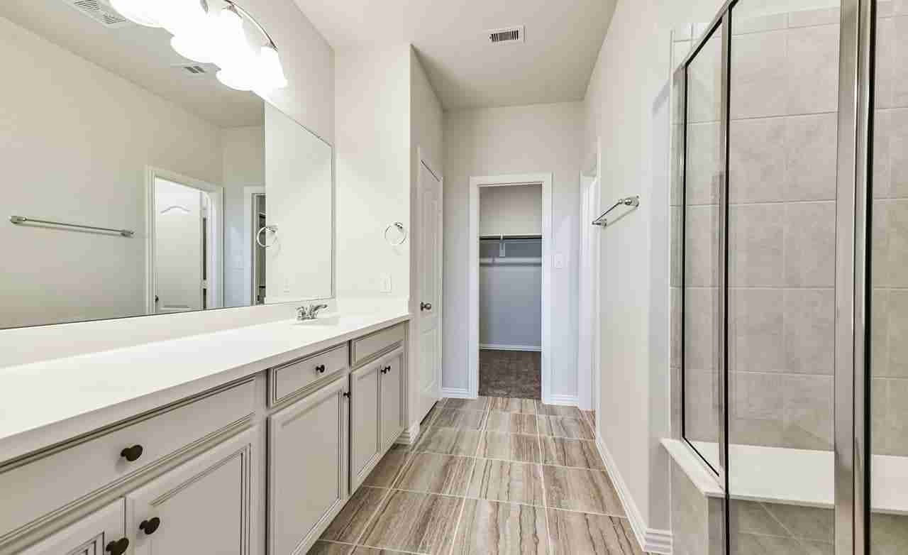 Yosemite F – Owner's Bathroom
