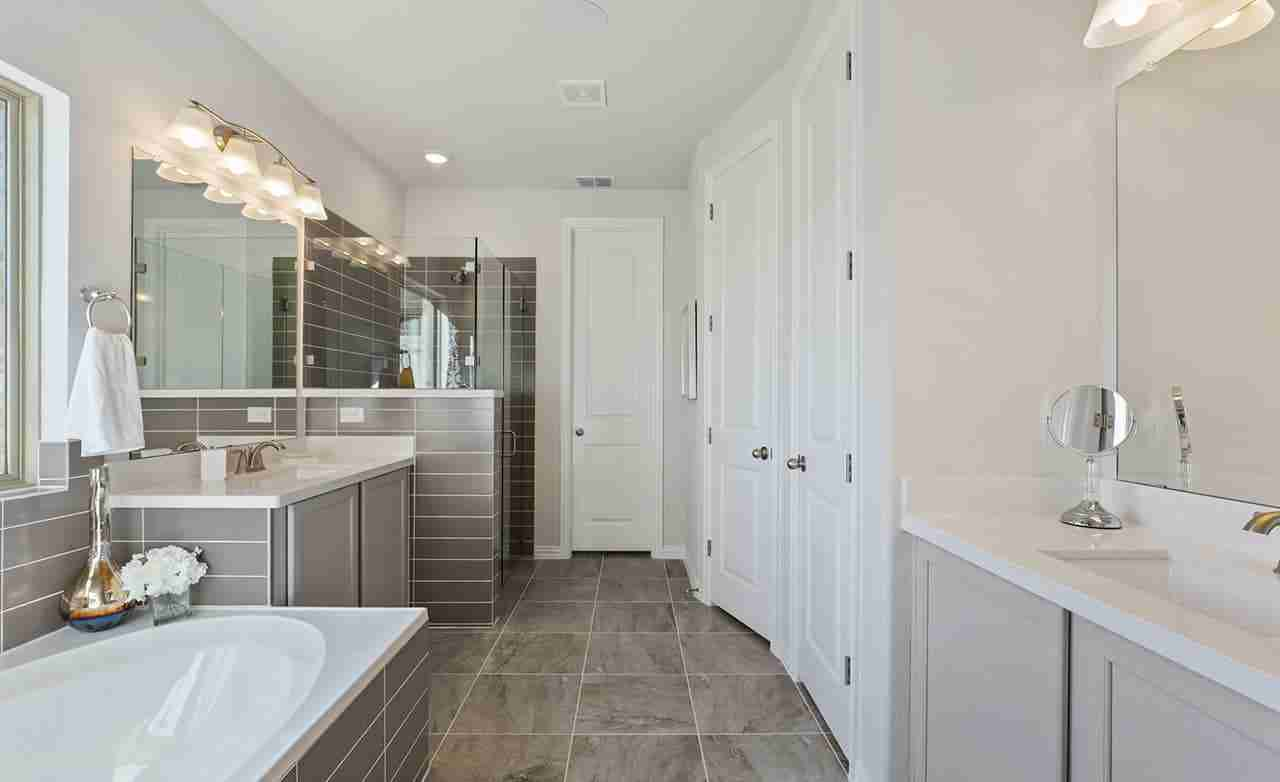 Hickory – Owner's Bathroom