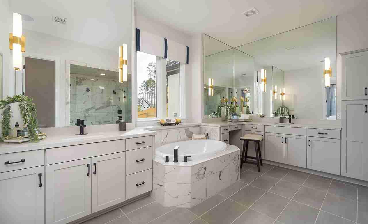 Monarch – Owner's Bathroom