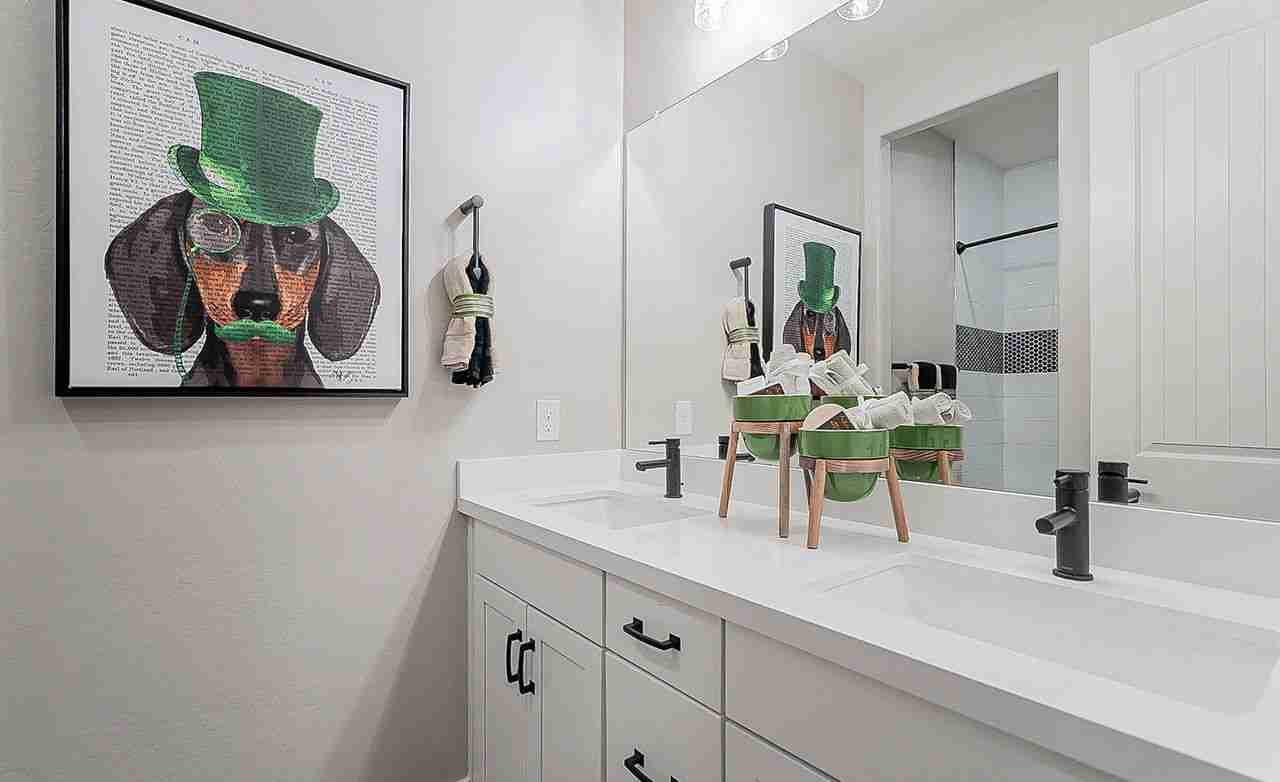 Belice – Secondary Bathroom