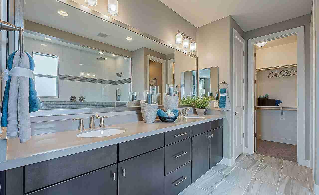 Castellano – Owner's Bathroom