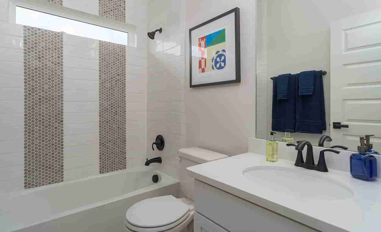 Rosewood – Secondary Bathroom