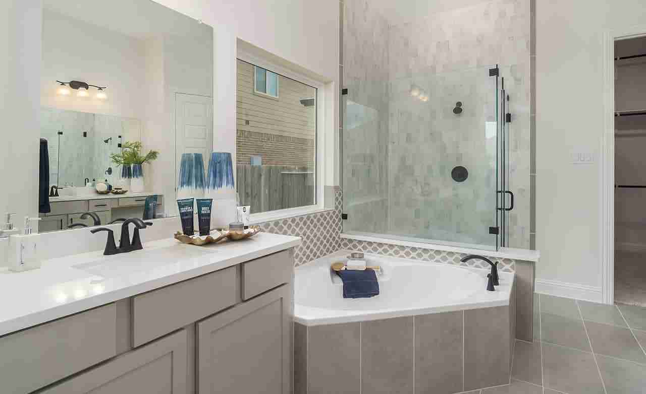 Rosewood – Owner's Bathroom