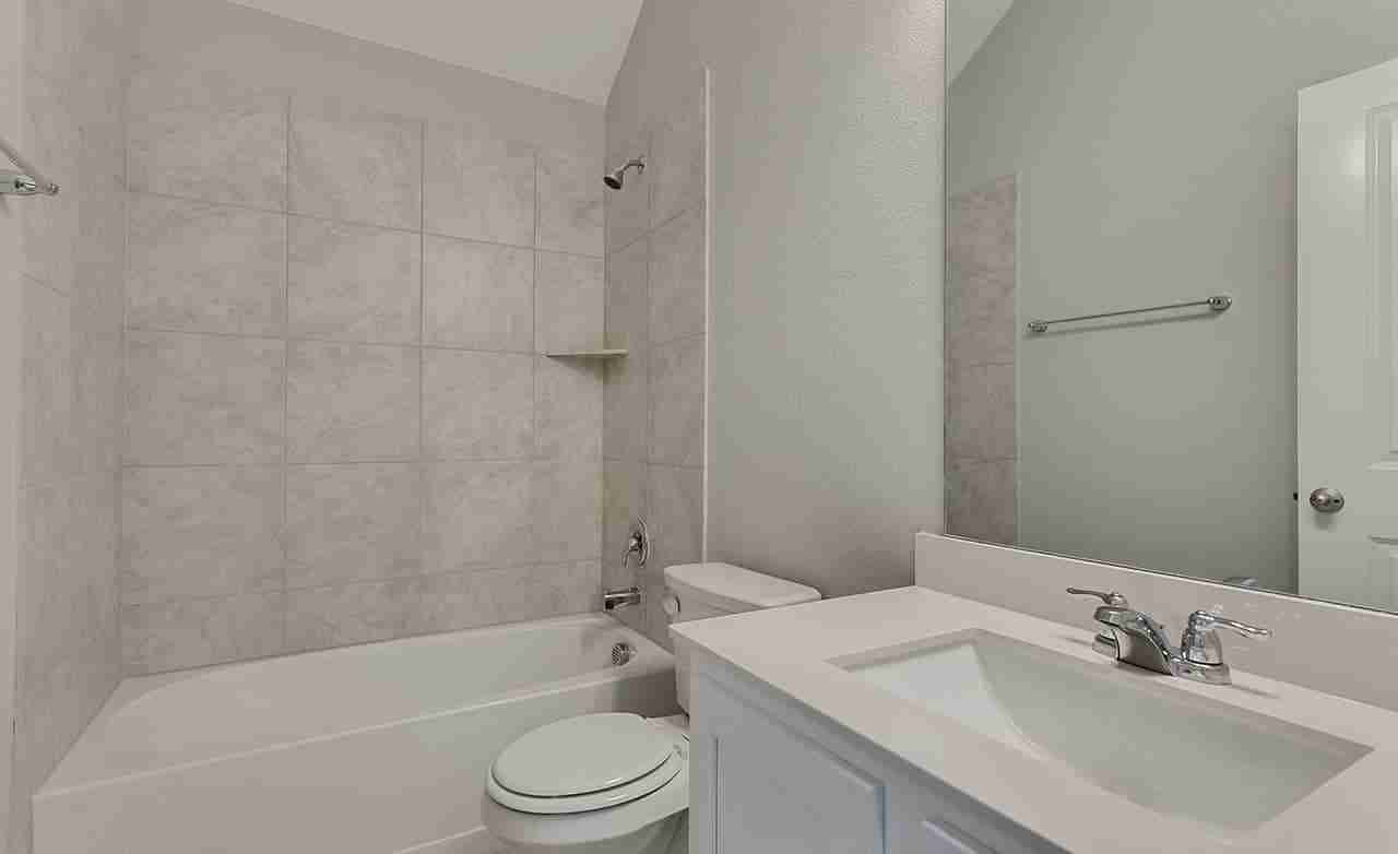 Mahogany – Secondary Bathroom