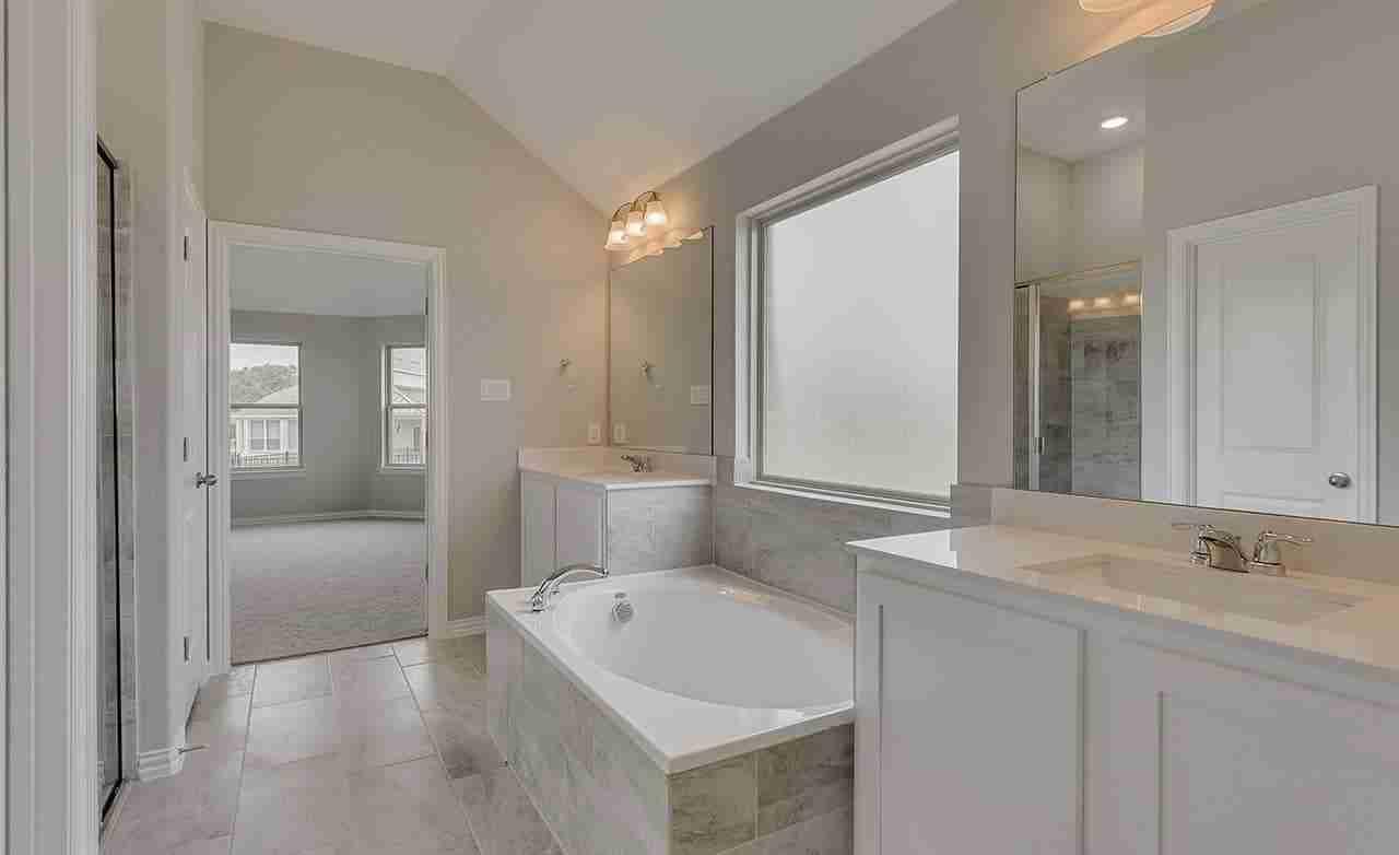 Mahogany – Owner's Bathroom