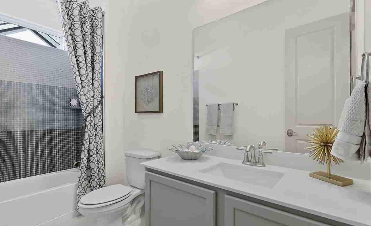 Oleander – Secondary Bathroom