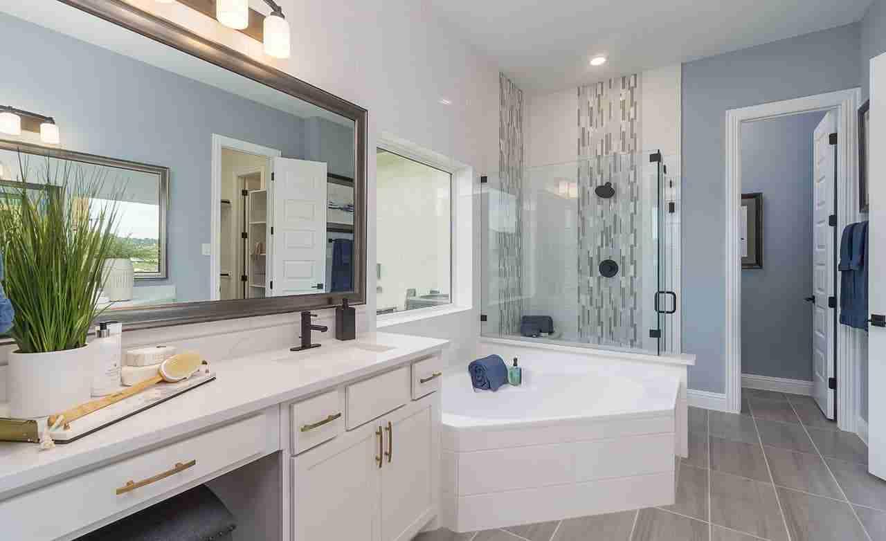 Magnolia – Owner's Bathroom