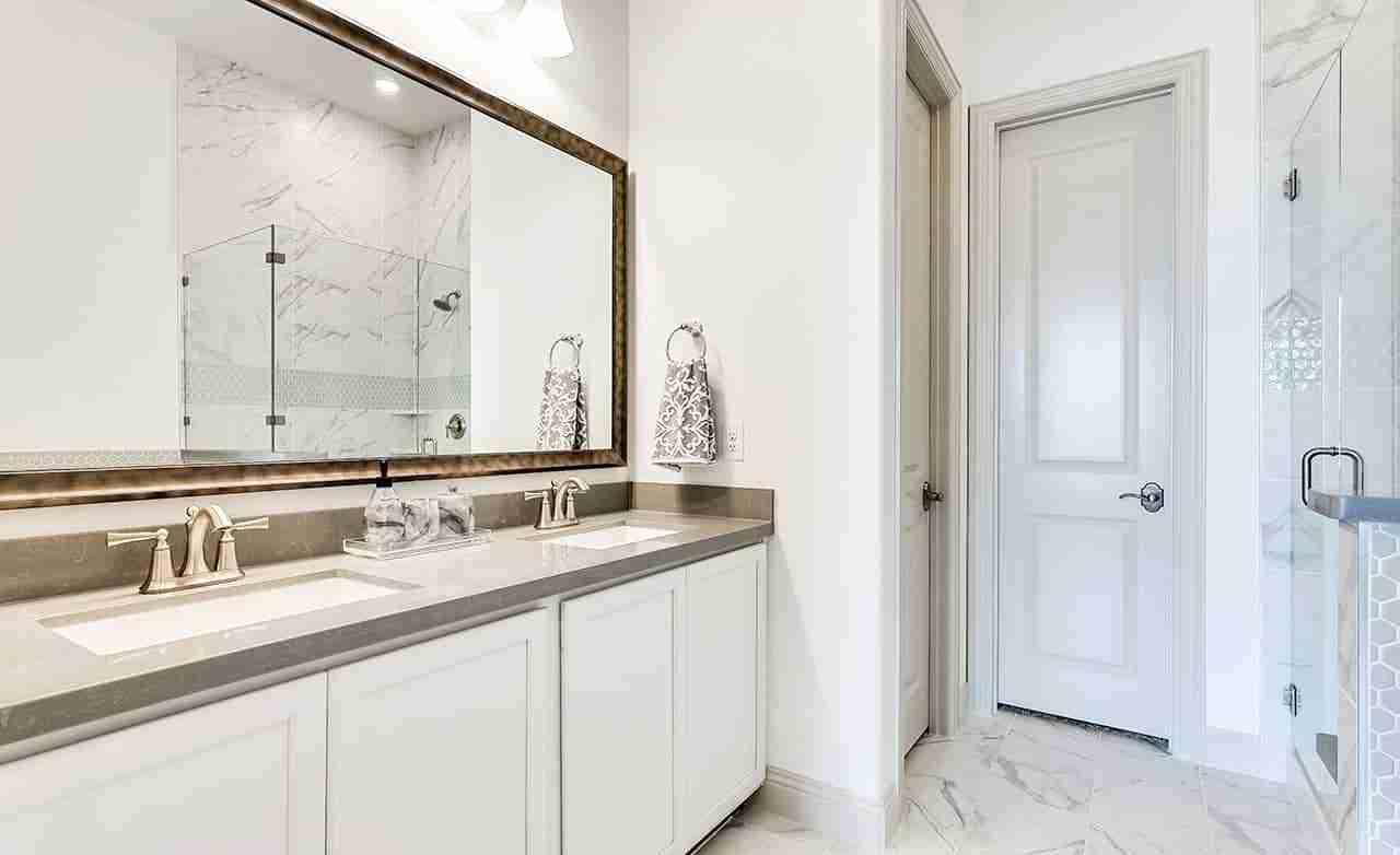 Hemingway – Owner's Bathroom