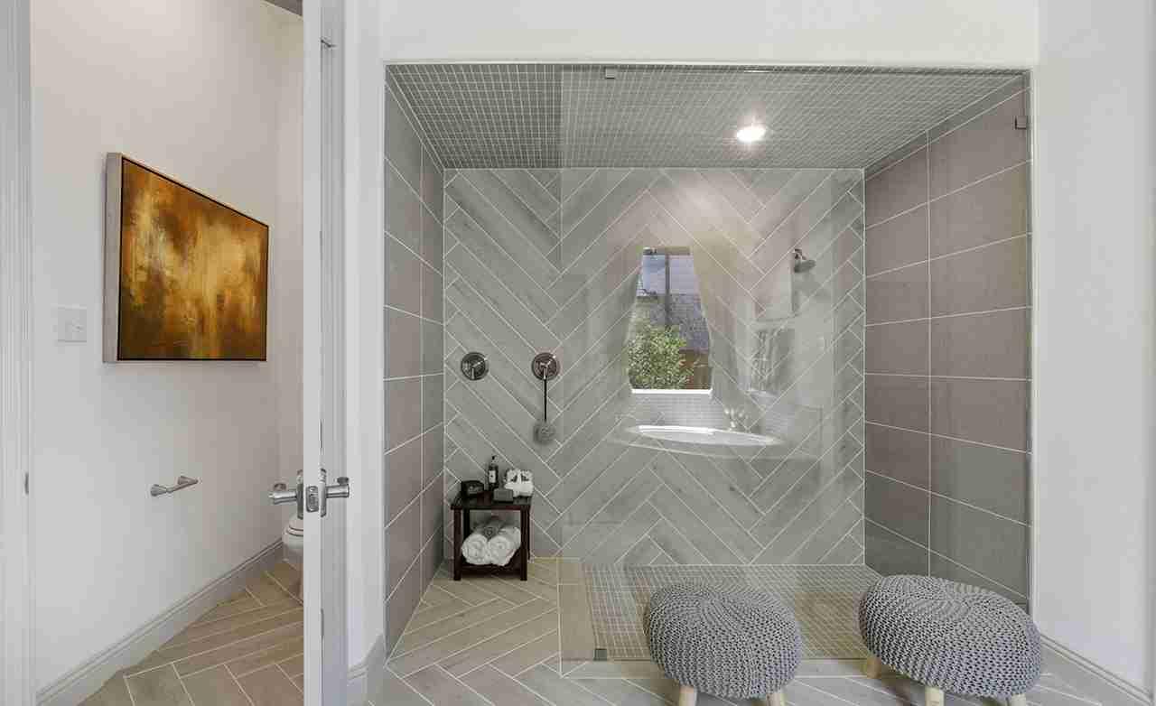 Yale – Owner's Bathroom