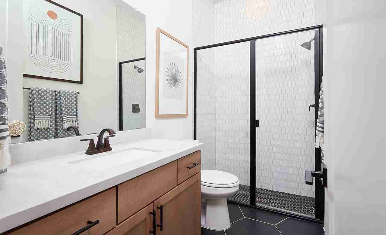 Stanford – Secondary Bathroom