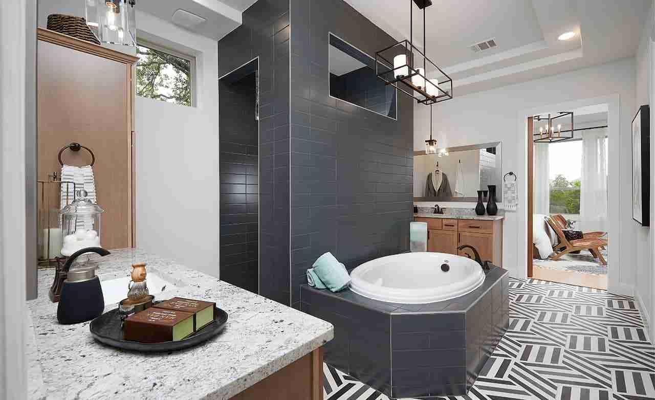 Stanford – Owner's Bathroom