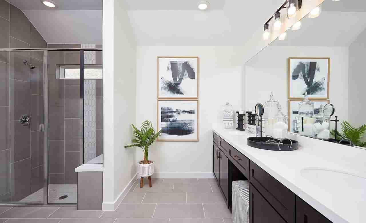 Paramount – Owner's Bathroom