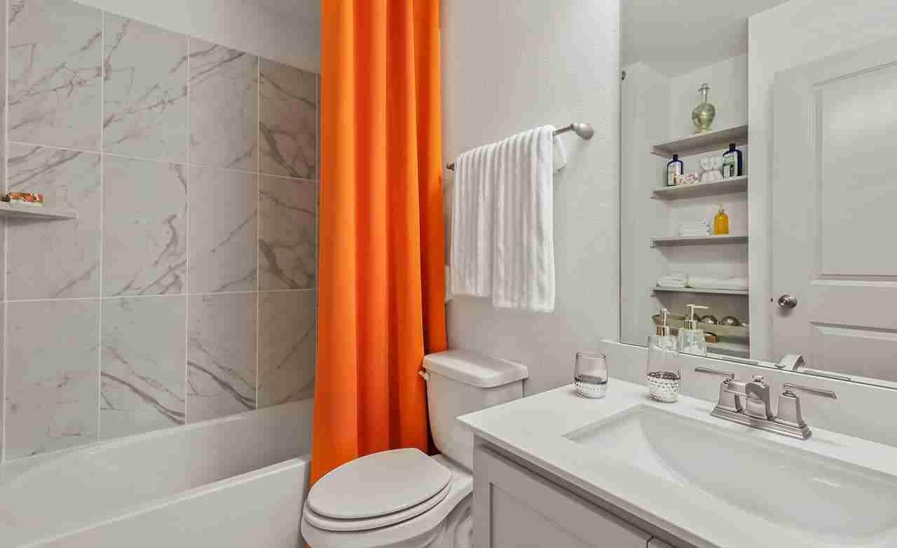 Acadia B – Secondary Bathroom