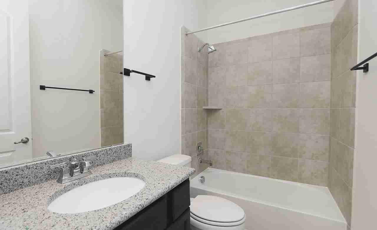 Villanova – Secondary Bathroom