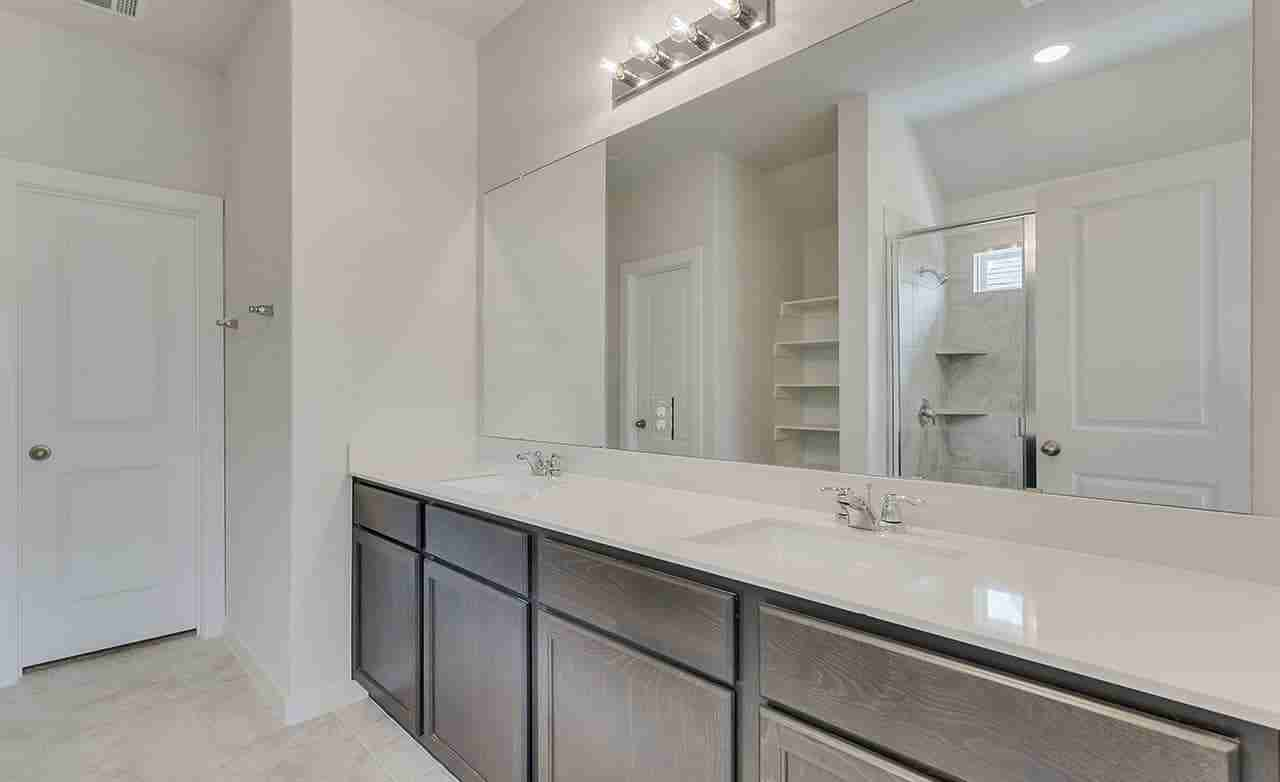 Driskill – Owner's Bathroom