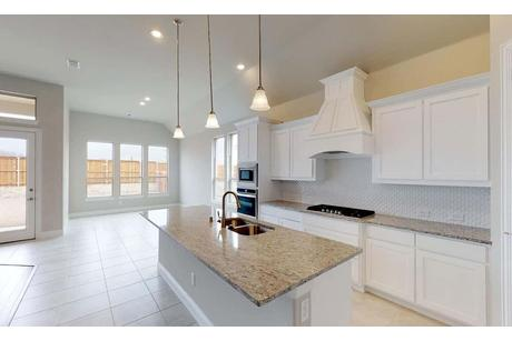 Kitchen-in-Yale-at-Gateway Parks - Classic-in-Forney