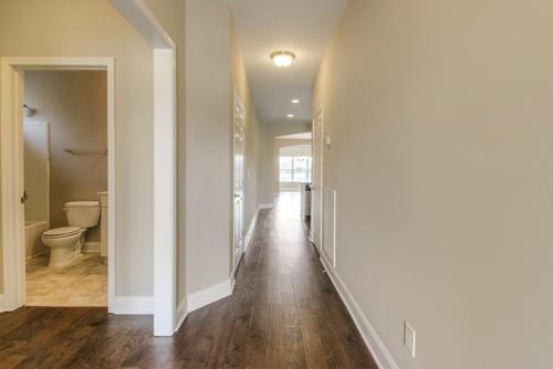 Hallway-in-The Griffin-at-Groves Park-in-Oak Ridge