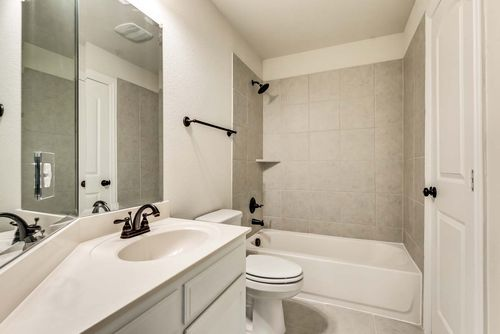 Bathroom-in-Grand Lantana-at-Savannah - Oglethorpe Village-in-Savannah