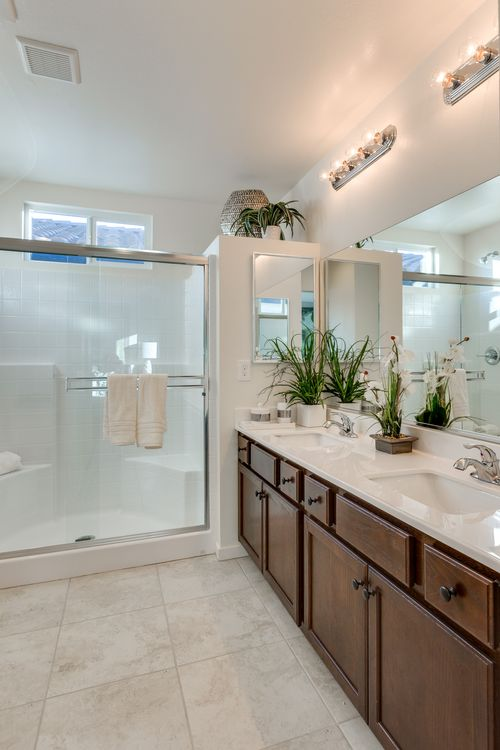 Bathroom-in-Residence 1106-at-Brookfield-in-Las Vegas