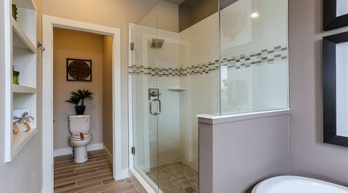 Bathroom-in-The Clydesdale-at-WildWing-in-Timnath
