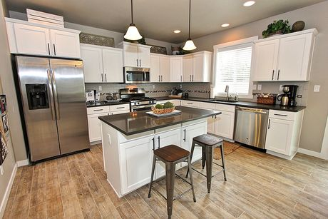 Kitchen-in-Stoneridge-at-South Pointe-in-Eagle Point