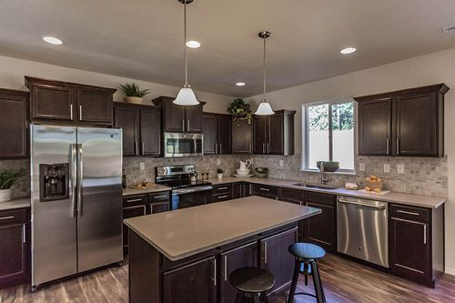 Kitchen-in-Stoneridge Encore-at-Taylor Cottages-in-Spokane Valley