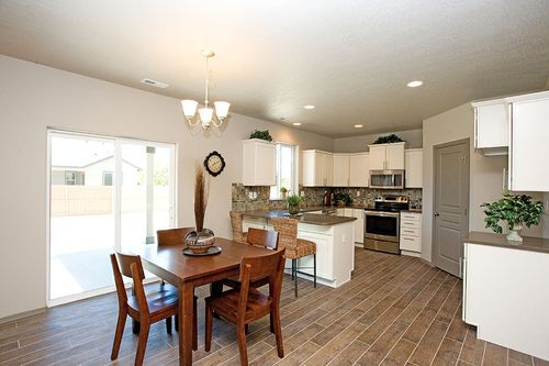 Kitchen-in-Teton-at-Crossroads North-in-Moses Lake