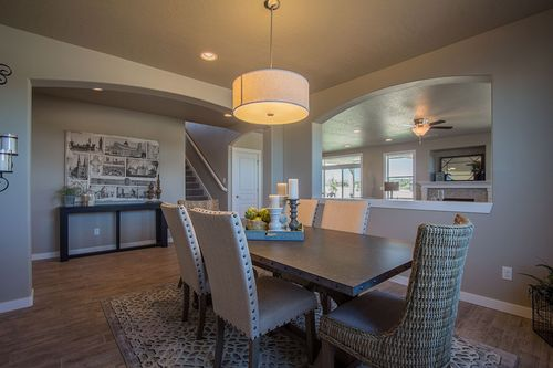 Dining-in-Waterbrook-at-Addyson Creek-in-Eugene