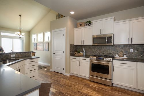 Kitchen-in-Umpqua-at-Blue Mountain Estates-in-Walla Walla