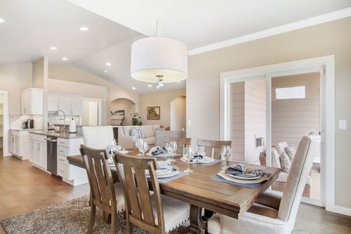 Dining-in-Orchard Encore-at-Addyson Creek-in-Eugene