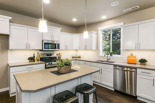Kitchen-in-Stoneridge Encore-at-Leehaven-in-Bend