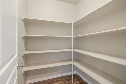 Pantry-in-Vale-at-Leehaven-in-Bend