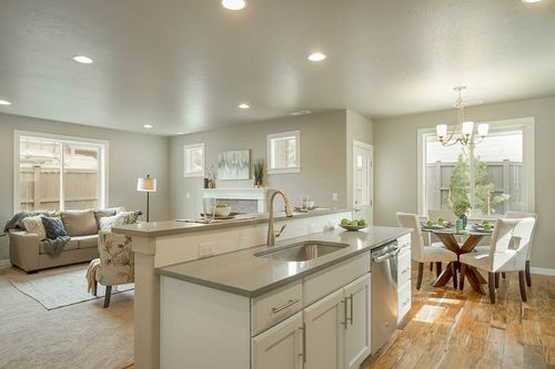 Greatroom-and-Dining-in-Middleton-at-Butler Crossing-in-Bend