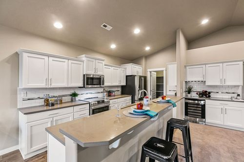 Kitchen-in-Orchard-at-Crossroads North-in-Moses Lake
