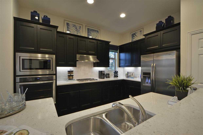 Kitchen-in-Plan 518T-at-Travisso-in-Leander