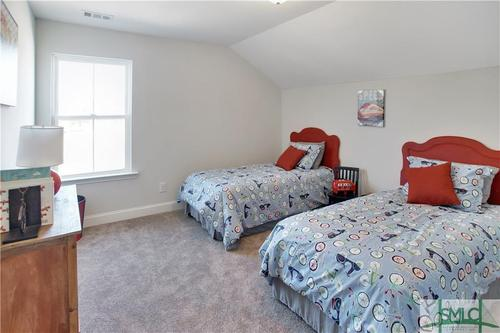 Bedroom-in-The Clare-at-Mosswood-in-Savannah