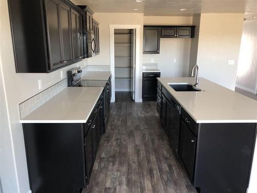 Kitchen-in-Garnet-at-Granite Basin-in-Nampa