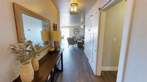 Dining-in-Crestwood-at-White Acres-in-Meridian