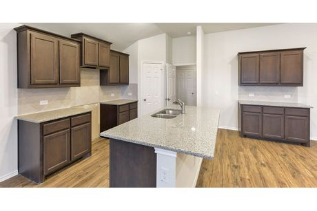 Kitchen-in-Richmond-at-Waterscape-in-Royse City