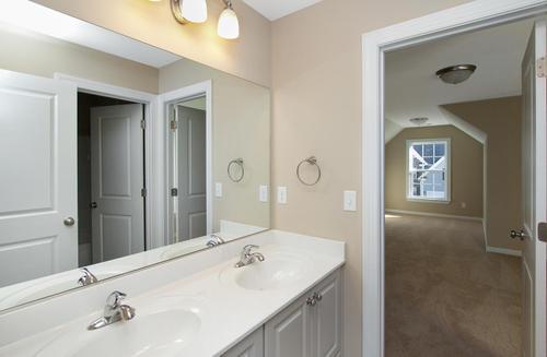 Bathroom-in-Nottaway-at-Caroleton-in-Grovetown