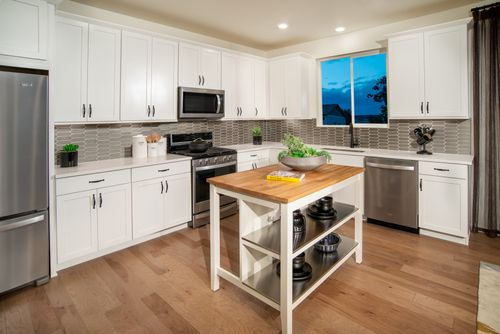 Kitchen-in-Memory Modeled-at-Barefoot Lakes-in-Firestone