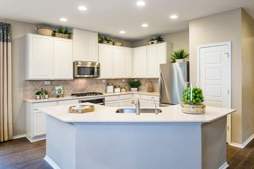 Kitchen-in-Plan 2004 Modeled-at-The Ridge at Bandera-in-Helotes