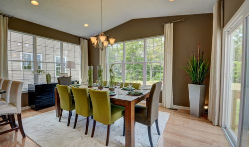 Dining-in-Hanover-at-Meadow Lakes-in-North Ridgeville
