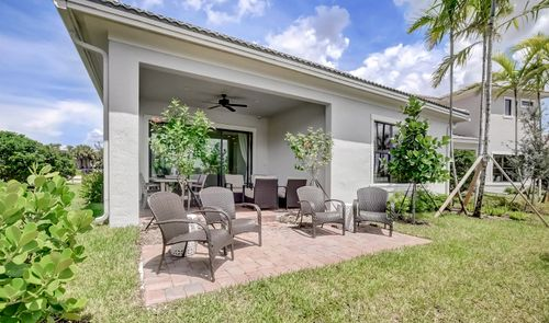 Patio-in-Wheatley-at-Coral Lago-in-Coral Springs