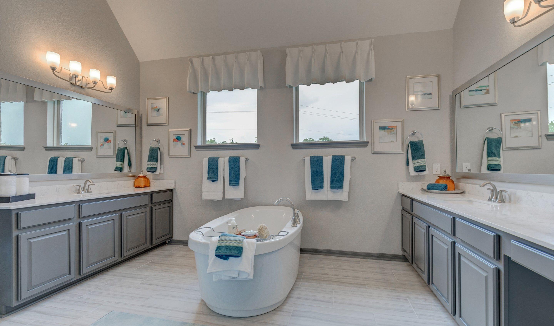 Bathroom-in-Hayden-at-Woodshore-in-Clute