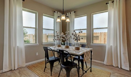 Dining-in-Blakemore II-at-Creek Bend-in-Richwood