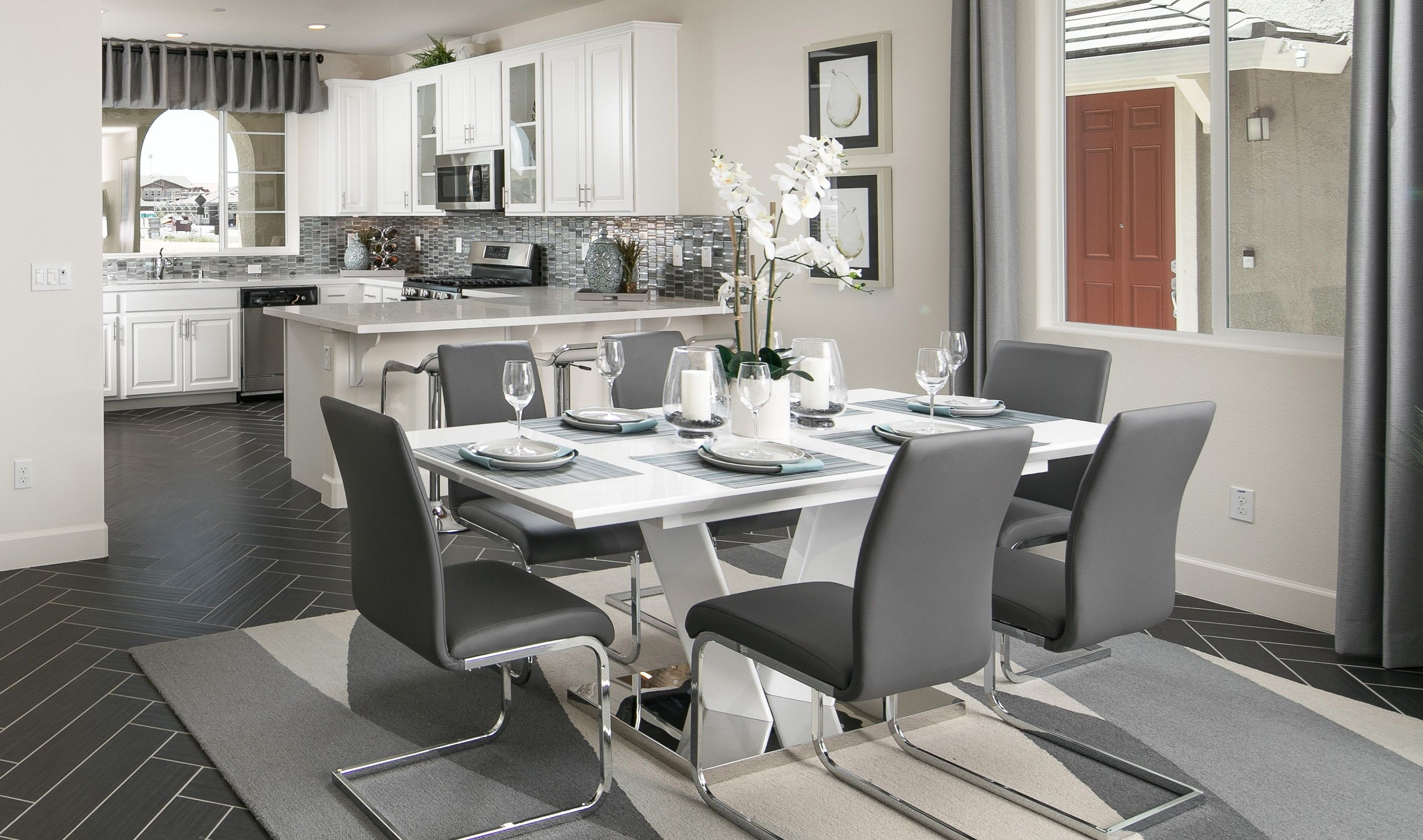 Dining-in-Dogwood-at-Meadowview at Mountain House-in-Mountain House