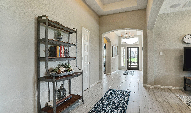 Foyer-in-Willard II-at-Woodshore-in-Clute